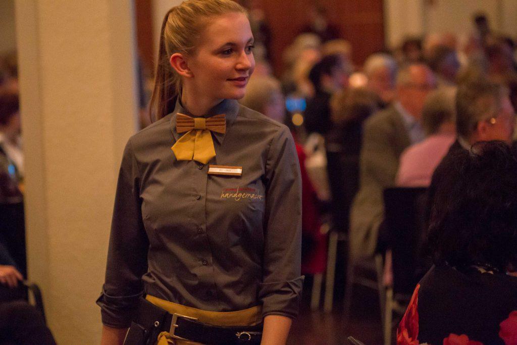 Catering; handgemacht; Service; Team; Uniform; Festhalle; Gastronomie