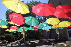 Sonnenschirme Brasserie Sommerterrasse